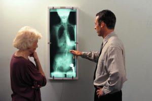 Si vous avez des problèmes articulaires, votre généraliste peut vous orienter vers un rhumatologue