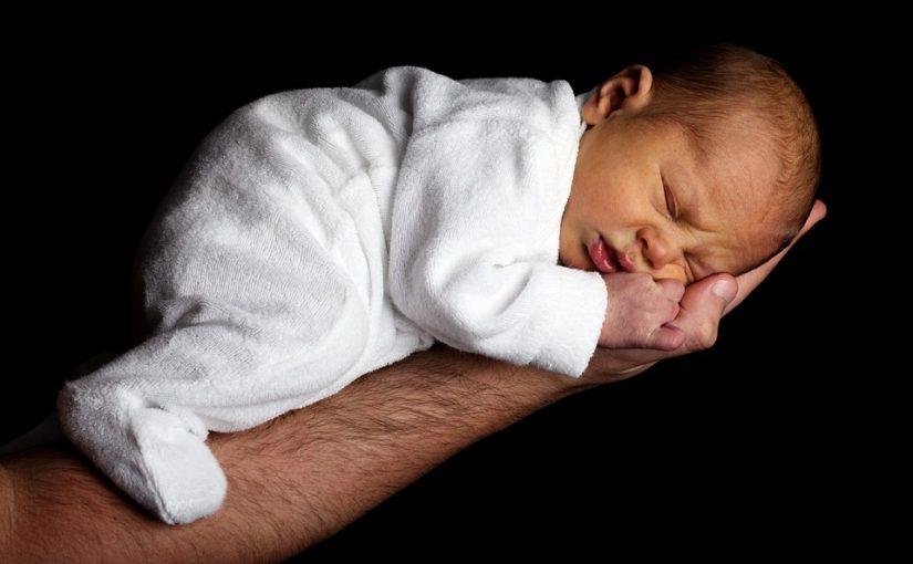 Bébé ne passe pas plus de 6 heures dans son lit la nuit? C'est son cycle normal!